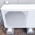 エアコンの室外機がうるさい原因は?防振ゴムの効果的な取り付け方!