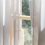 遮光カーテンの光漏れ対策!上や横からの光の侵入を防ぐ方法