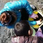 潮干狩りの持ち物で子連れの場合にあると便利な物!服装や靴は?