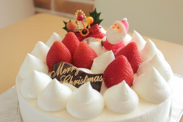 サンタクロースが乗ったクリスマスケーキ